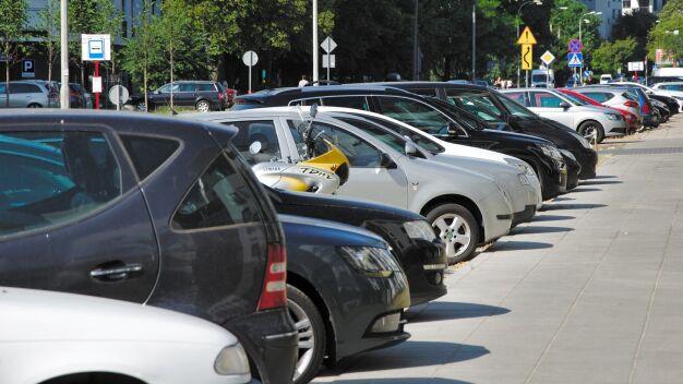 Płatne parkowanie na Odolanach? Wola prosi o poszerzenie strefy