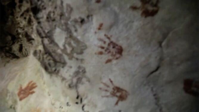 Tajemnicze ślady dłoni odciśnięte w jaskini. <br />Ich kolory nie są przypadkowe